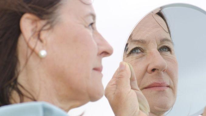 mature-woman-mirror